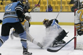 Beauts goalie Amanda Leveille with the stop