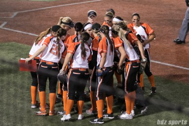 The Chicago Bandits huddle before the start of the next inning.