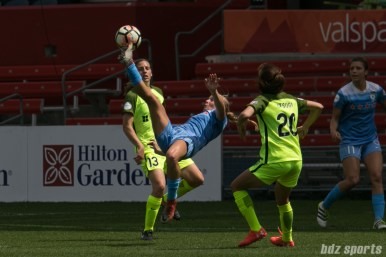 Chicago Red Stars midfielder Alyssa Mautz (4) does a bicycle kick in front of the goal.