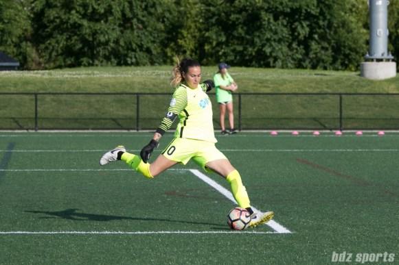 North Carolina Courage goalkeeper Katelyn Rowland (0) takes a goal kick.
