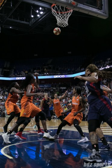 Players on the Washington Mystics and Connecticut Sun look to grab a rebound.