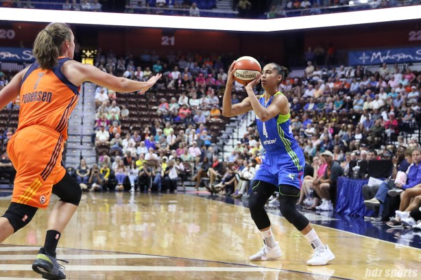 Dallas Wings guard Skylar Diggins-Smith (4) sets up to release a 3-pointer