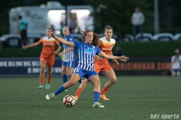Boston Breakers midfielder Amanda DaCosta (5) lays off a pass.