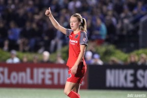 Portland Thorns FC defender Emily Sonnett (16) gives a thumbs up