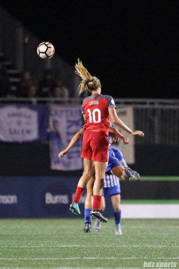 Portland Thorns FC midfielder Allie Long (10) heads the ball in the midfield