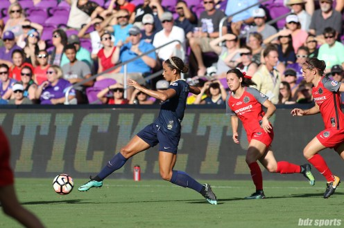 North Carolina Courage forward Lynn Williams (9)