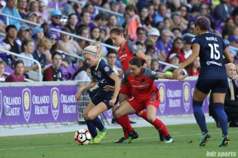 North Carolina Courage midfielder Denise O'Sullivan (8) gets defended by two Portland Thorns FC players