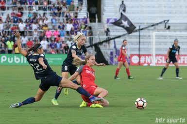 Portland Thorns FC midfielder Lindsey Horan (7) slides to get the ball away from North Carolina Courage forward Ashley Hatch (12)