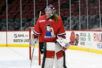 Metropolitan Riveters goalie Katie Fitzgerald (35)