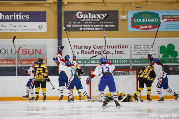The Montreal Les Canadiennes celebrate Montreal forward Ann-Sophie Bettez's (24) goal