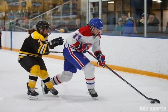 Montreal Les Canadiennes forward Caroline Ouellette (13)