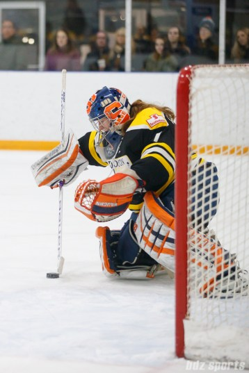 Boston Blades goalie Amanda Cariddi (1)