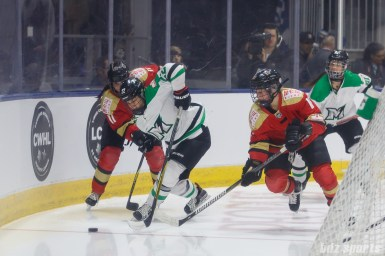Markham Thunder forward Nicole Kosta (22) battles Kunlun Red Star players Taylor Marchin (11) and Kelli Stack (16) for the puck