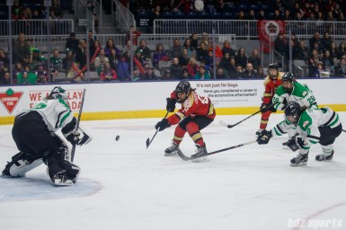 Kunlun Red Star forward Alex Carpenter (9) takes a shot on Markham Thunder goalie Erica Howe (27)