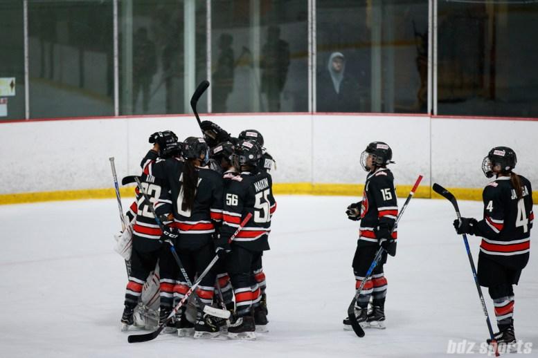 The Vanke Rays hug post-game in their final 2017-2018 season game