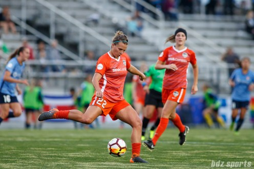 Houston Dash defender Amber Brooks (22)