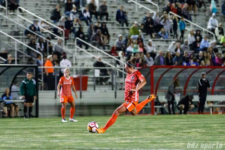 Houston Dash midfielder Kyah Simon (17)