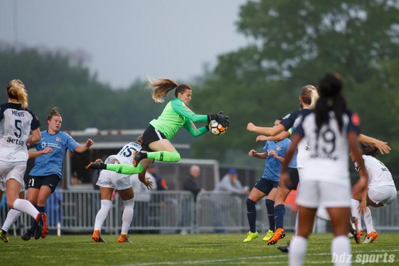 North Carolina Courage goalie Katelyn Rowland (0)