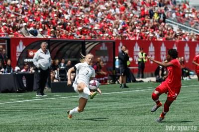 Team Germany forward Lea Schuller (7)