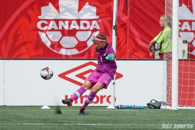 Team Canada goalie Stephanie Labbe (1)