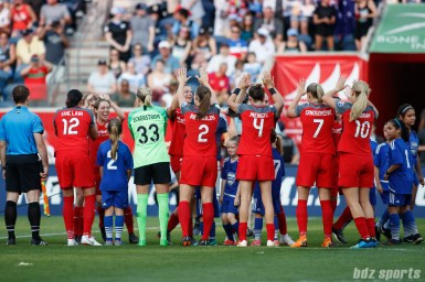 The Portland Thorns line up for the playing of the national anthem