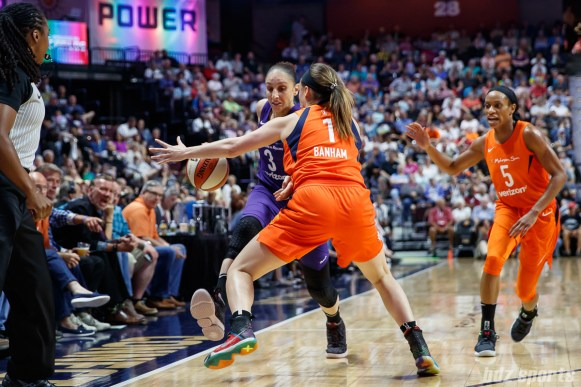 Phoenix Mercury guard Diana Taurasi (3) and Connecticut Sun guard Rachel Banham (1)