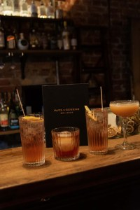 Paul und George, beste Bar Stuttgart, Drinks, Theke