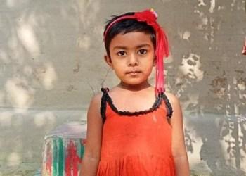 ব্রাহ্মণবাড়িয়ায় নৌকাডুবি: নিজের জীবন দিয়ে মেয়েকে বাঁচালো মা