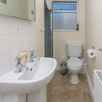 Beachcliffe Holiday Apartments, Apartment 5 Shower and toilet.