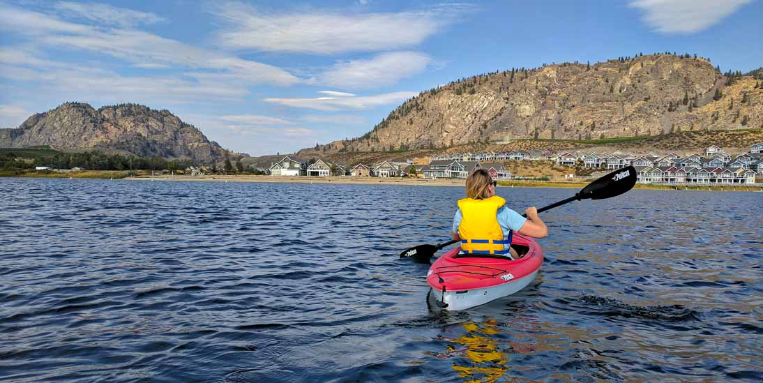 kayaking in front of Osoyoos Cottages and Beach House Osoyoos vacation rental