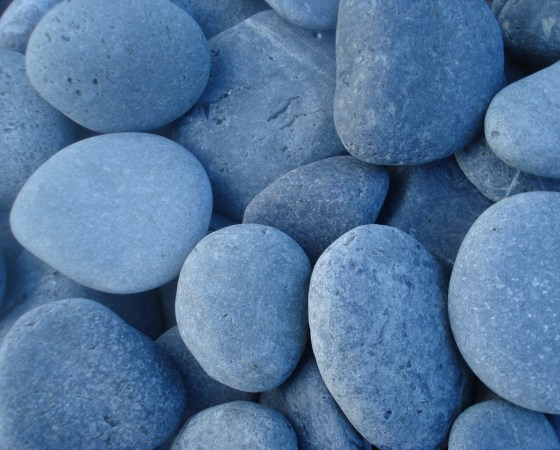 Black beach pebbles 60-90mm