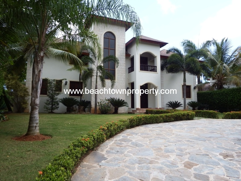 Large 5 bedroom house Las Terrenas with maids quarters