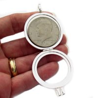 How to use a coin holder necklace