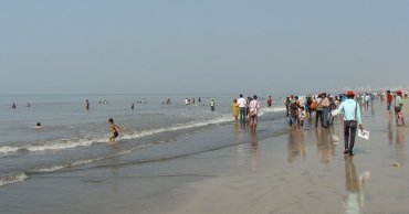 Over 50 People Saved by Getting Killed on Juhu Beach by a Heroic Man from Jharkhand