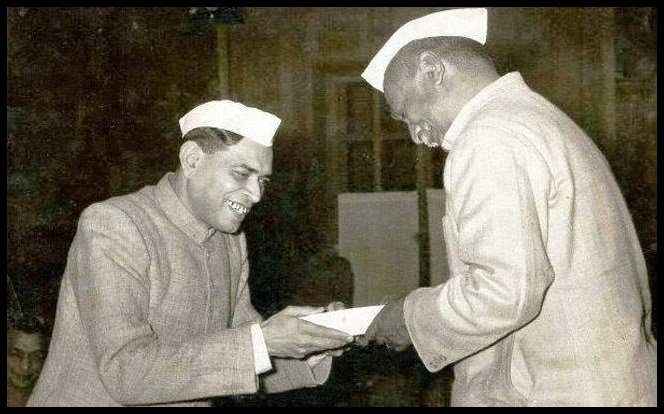 Awards-won-by-the-national-Poet-Rashtrakavi-Ramdhari-Singh-Dinkar-Be-An-Inspirer