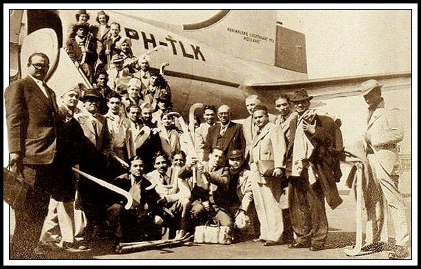 Randhir-Singh-Gentle-with-his-team-London-Olympics-1948-Be-An-Inspirer