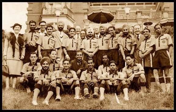 Randhir-Singh-Gentle-with-his-team-at-Summer-Olympics-Helsinki-1952-Be-An-Inspirer