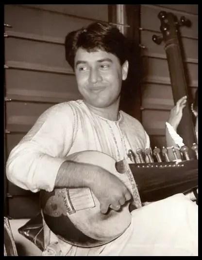 Sarod-Player-Ustad-Amjad-Ali-Khan-Early-age-photo-Be-An-Inspirer