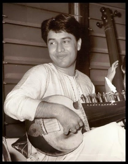 Sarod-Player-Ustad-Amjad-Ali-Khan-Early-age-photo-Be-An-Inspirer