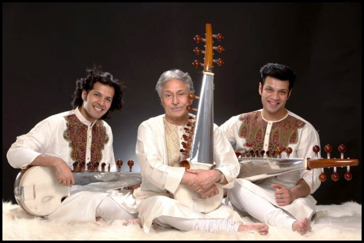 Ustad-Amjad-Ali-Khan-with-his-two-sons-Amaan-Ali-Khan-and-Ayaan-Ali-Khan-Be-An-Inspirer