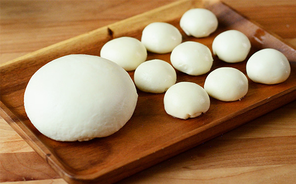 自製 Mozzeralla 莫札瑞拉起司 Homemade Mozzarella Recipe