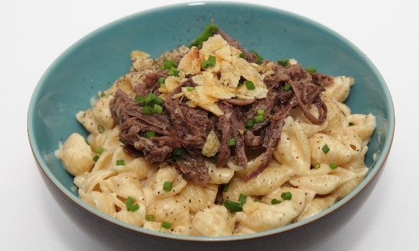 30-Minute Pot Roast Mac'n'Cheese with Kettle Chip and Chive Crumble | Disney-inspired | pasta recipes | BearandBugEats.com