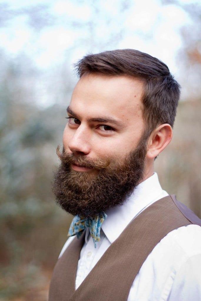 handlebar-oustache-with-full-beard-bearded-men