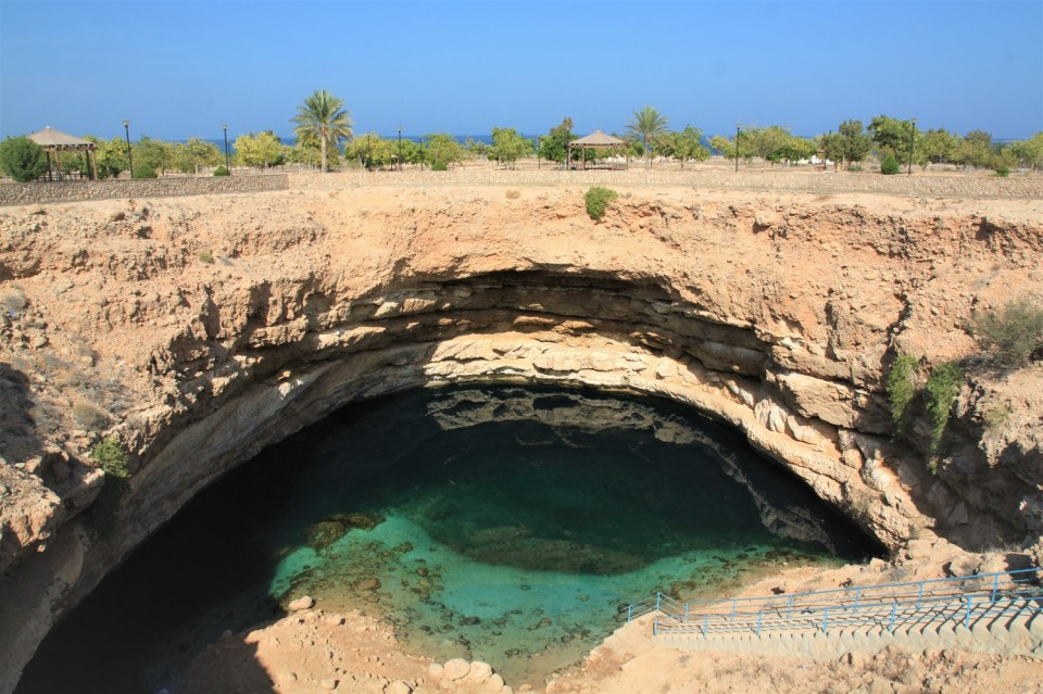 Oman Has..., Oman, Hiking, Mountains, Seafood, Camping, Wadi Shab, Muscat, Mosques