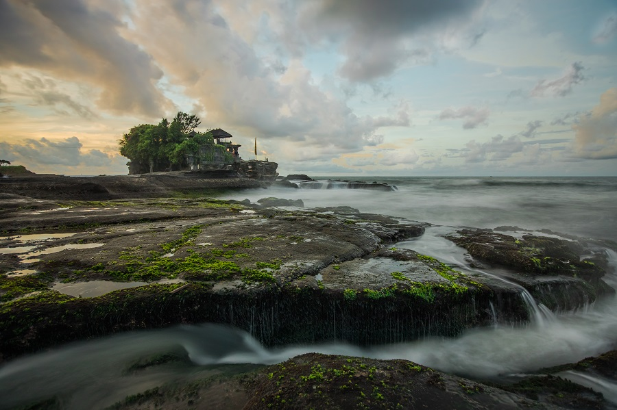 Tanah Lot Temple, Bali, Indonesia, Samoa, Portugal, Guatemala, South Africa, Nepal, Thailand, India, Indonesia, Peru, Egypt, Top 10 Countries to Travel on a Budget, Check out more at www.beardandcurly.com, Backpacking Budget Countries