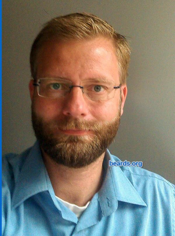 William's beard progression: the short full beard is a stylish choice.