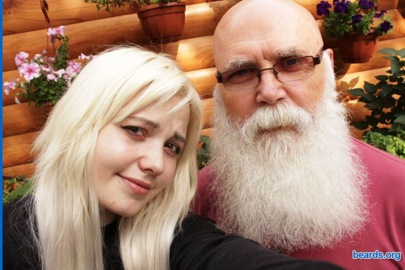 Valentin with his granddaughter: more than ten years of beard!