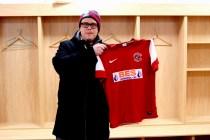 2012_16 - Jocke Lander med Fleetwood Towns snygga tröja