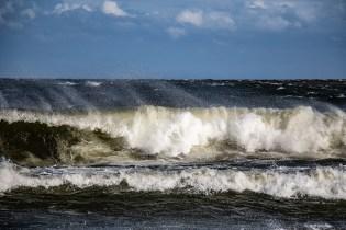 180810-174012-waves-1D8A7218