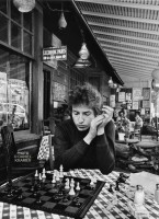 bob-dylan-plays-chess-1.jpg
